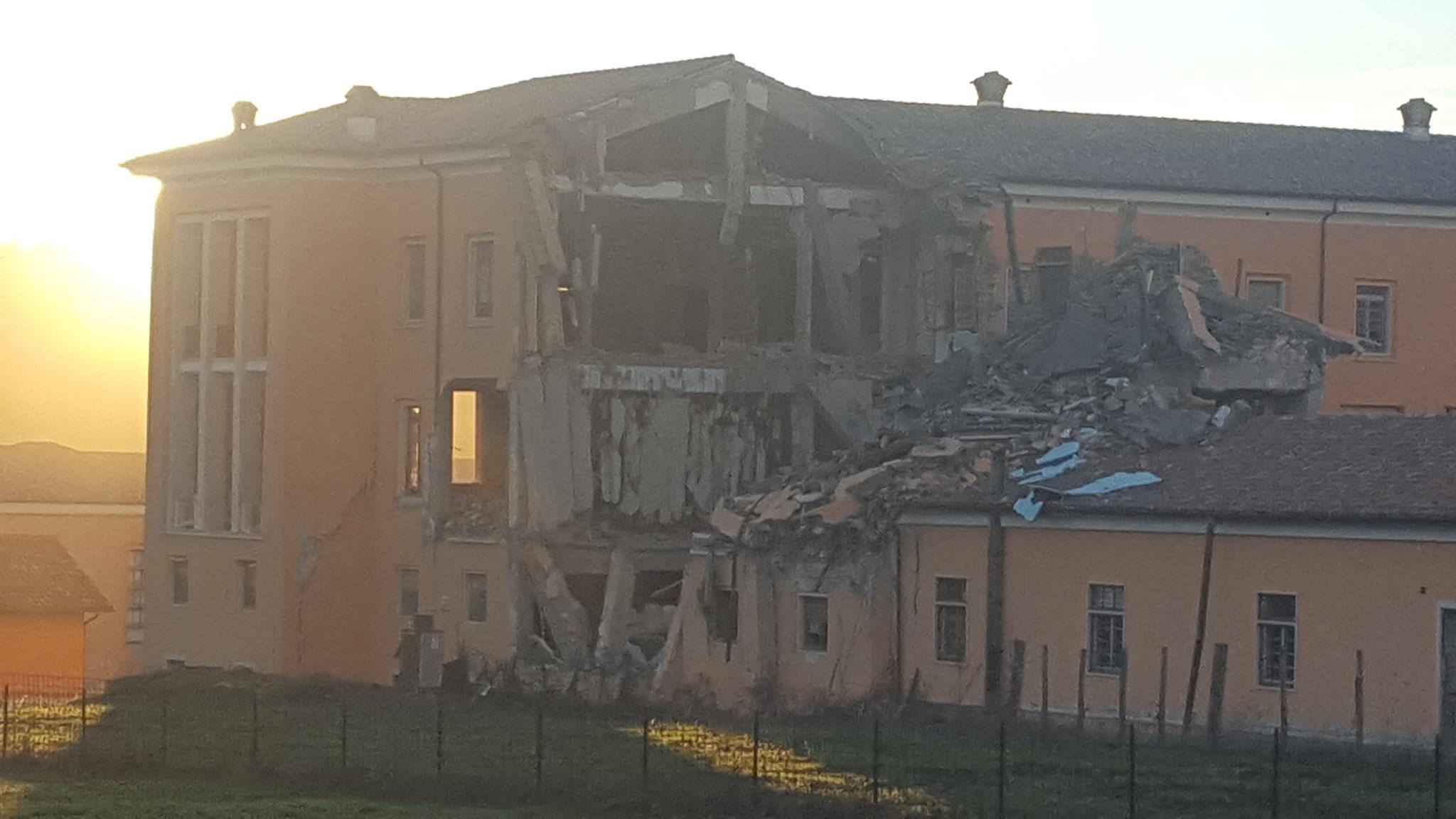 Sisma Marche, crollo edificio
